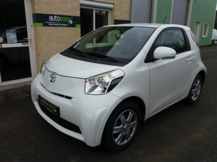 voiture toyota iq 68 ch vvt i 4 places 1 re main occasion essence 2009 73000 km 5490. Black Bedroom Furniture Sets. Home Design Ideas