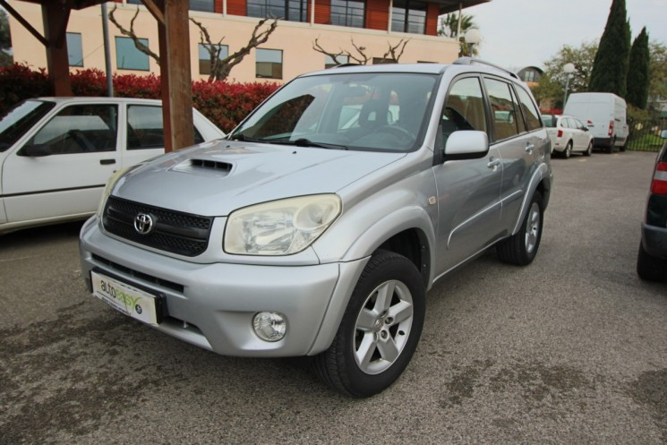 voiture toyota rav 4 d4 d 116 vx 4x4 occasion diesel 2004 189000 km 5490 la seyne. Black Bedroom Furniture Sets. Home Design Ideas
